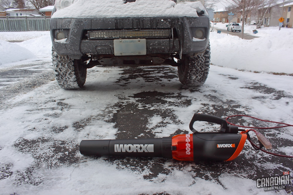 How to remove snow without scratching paint